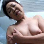 ピンクの乳首の垂れ乳、岸本夏江(別名小原よしえ)の無修正動画で初裏中出し公開!