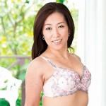 イキやすいウブな美魔女系熟女の尾野玲香53歳初撮りでビクビク絶頂!