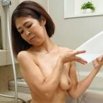 柔らかすぎる55歳の熟女の肌と癖になる中出しセックスする元川真希