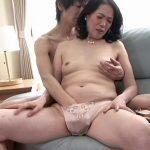 息子の精子を膣中出しする狂った55歳完熟おばさんの新垣百合子