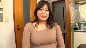 ぽっちゃりボディーの素人熟女42歳がAV出演してスパンキングで連続絶頂激イキ!